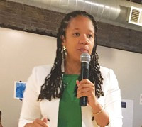 Fifth Ward Alderman Robin Rue Simmons urges residents to focus on solutions at the first community meeting on reparations July 11. [RoundTable photos]