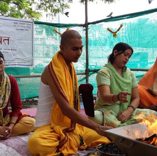 Guruji performing Havan in Ashraam at Andheri West