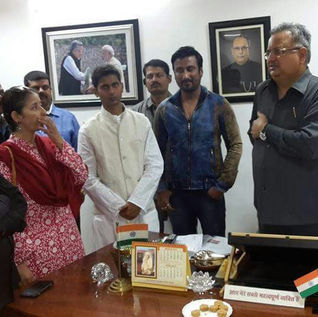 Hon'le CM of Chhattisgarh & Manisha Koirala with Guruji
