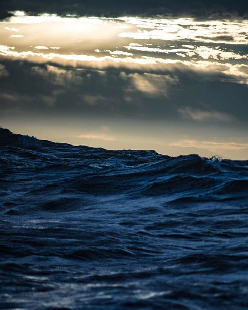 Dark Seas. Dawn Glimpses of the Northern