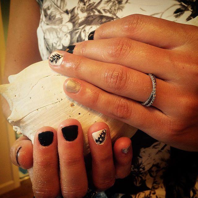 Boho nails #nailsoncrockett #cndshellac
