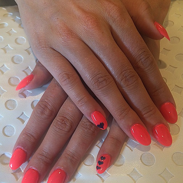 Summer nails #nailsoncrockett#gelish #cndshellac#rockinthereef #indigofrock