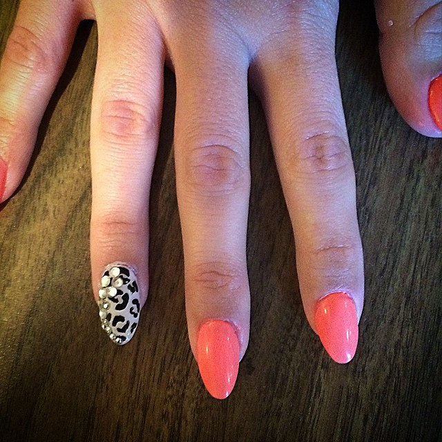Summer leopard #nailsoncrockett #cndshellac #gelish #rockinthereef