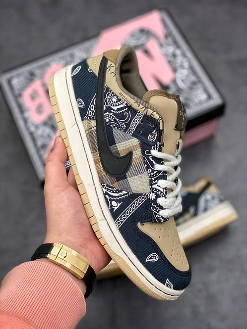 SB DUNK TRAVIS SCOTT