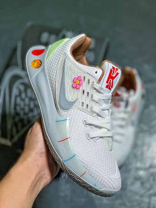 "Nike Kyrie Low 2 ""Sandy Cheeks"""