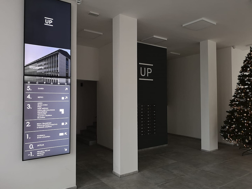 New placement of our digital department: digital information board or digital signpost in UP - Maribor, Commercial and Trade Building. Dynamic, effective and clear. You agree? Have you ever thought about having the information boards in your office buildings yourself?