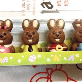 Estuche con figuritas de chocolate