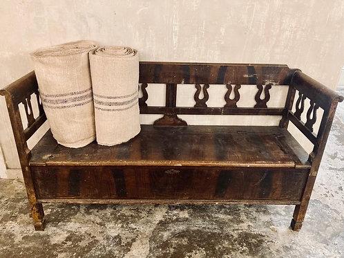 Hungarian box bench