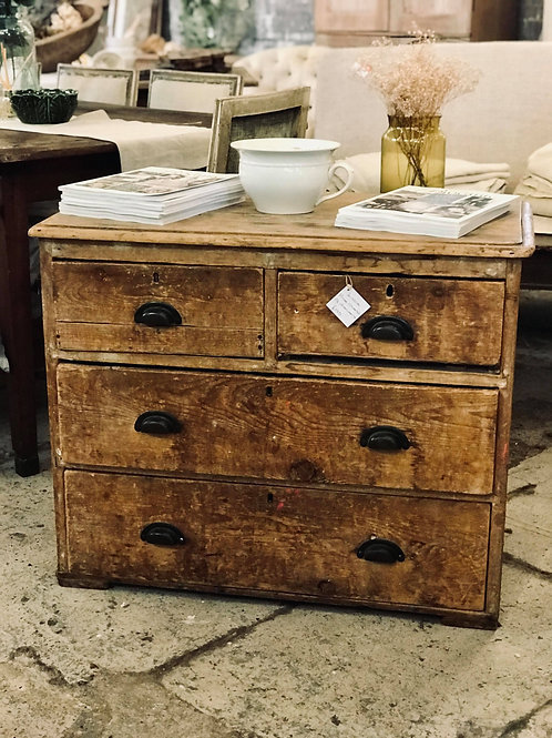 Little pine chest of drawers
