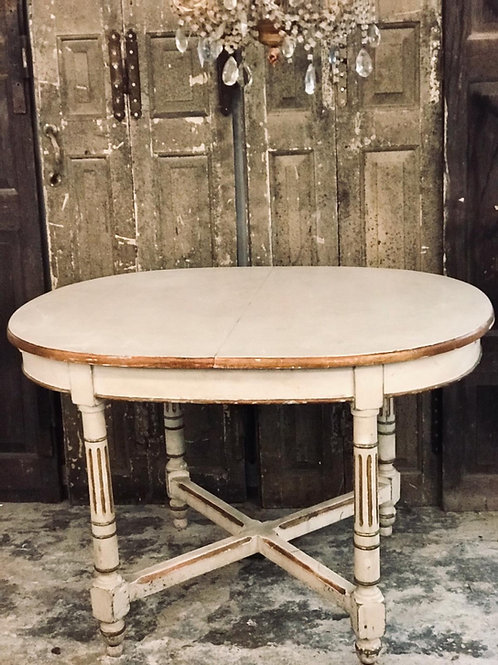 Pretty French table