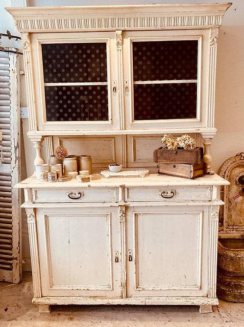Hungarian dresser