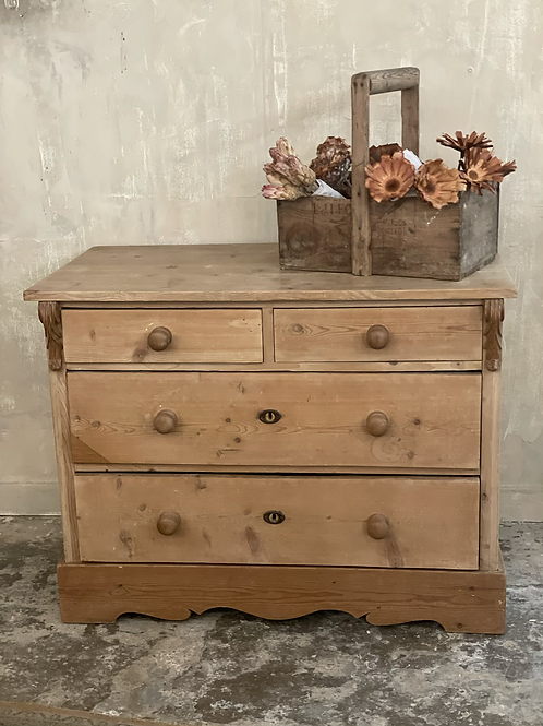 Pretty pine chest of drawers