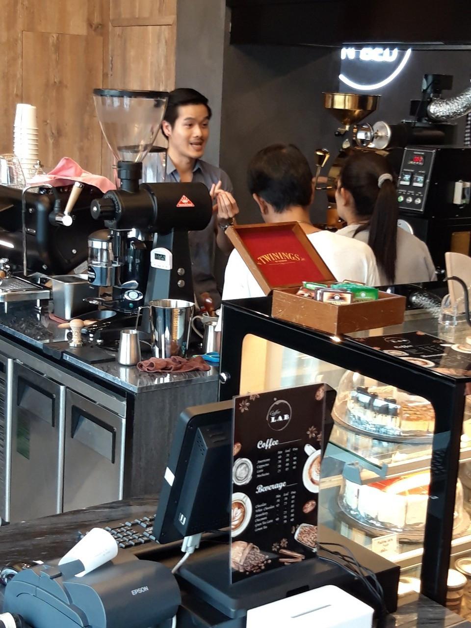 เครื่องคั่วกาแฟที่ Coffee Lab