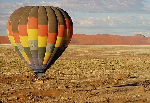 hot-air-balloon-49472_640.jpg