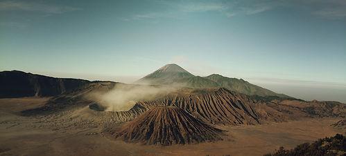 volcanoes-569820.jpg
