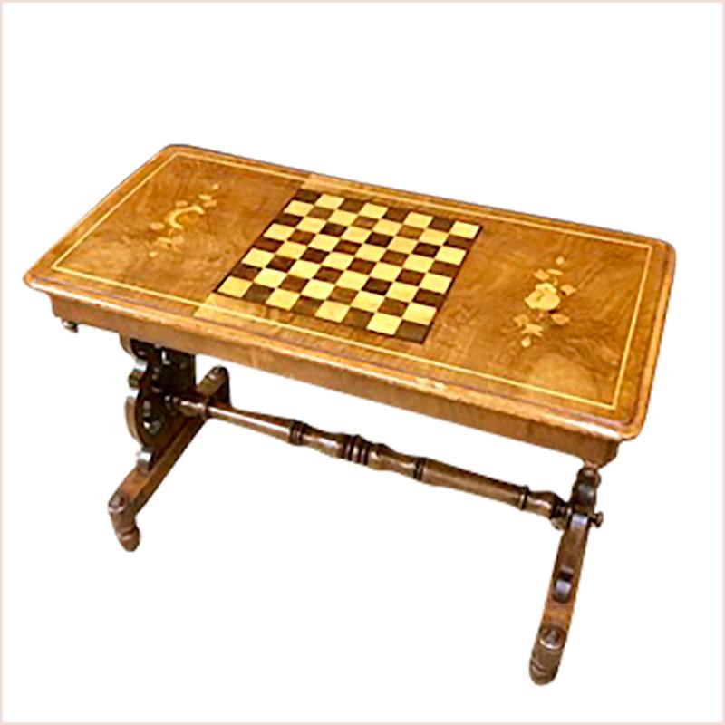ビクトリア時代製作のチェステーブル