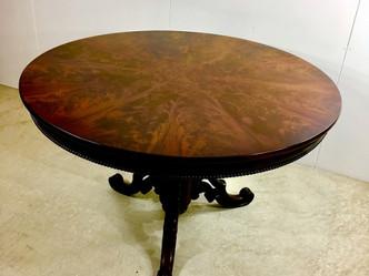 おすすめの英国アンティーク家具 | 溜め息が出るほど美しい木目!ビクトリア時代のセンターテーブル