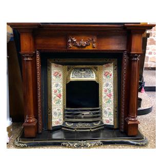 ビクトリアンスタイルの暖炉