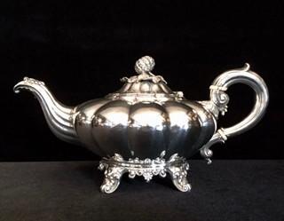 おすすめの英国アンティークシルバー|1836年製作 純銀ティーポット
