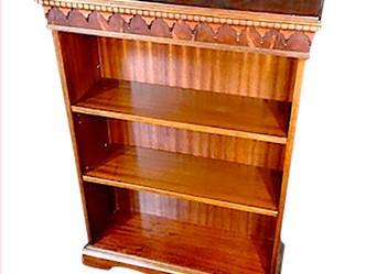 オープンブックケース(1910年代製)のご紹介|英国アンティークの家具なら鎌倉アンティークス