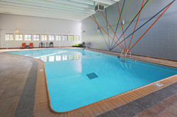 the-paragon-apartment-homes-apartments-for-rent-bloomington-mn-55438-indoor-pool.jpg