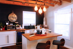 the-benton-apartment-homes-apartments-for-rent-hoover-al-35216-clubhouse-kitchen.jpg