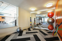 the-paragon-apartment-homes-apartments-for-rent-bloomington-mn-55438-strength-training.jpg