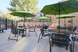 the-paragon-apartment-homes-apartments-for-rent-bloomington-mn-55438-outdoor-sun-deck.jpg