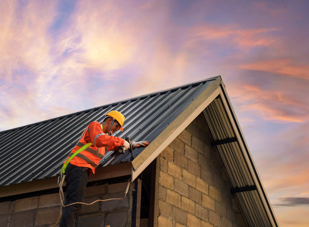 roofer-construction-worker-install-new-r
