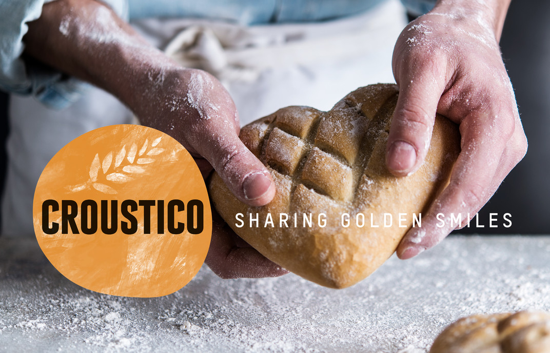 Croustico_Sharing-golden-smiles.jpg