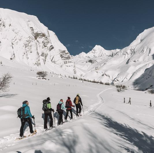 Schneeschuhwanderung mit Blick auf den Großglockner, Kals