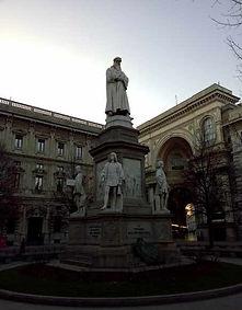 Monumento Leonardo Milán - guia turistica milan- visitas guiadas