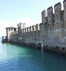 Castillo Scaligero Sirmione - tour milan en español - visitas guiadas milan