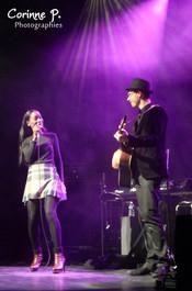 Laura Mayne & son musicien