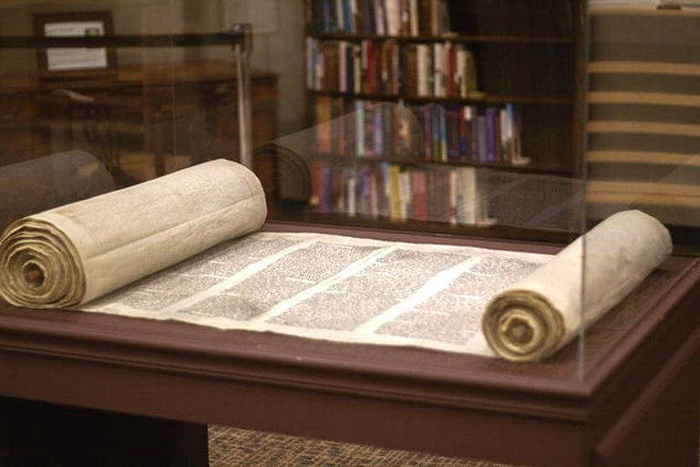 Torah%25202_edited_edited.jpg