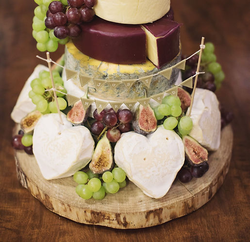Stunning%20real%20cheese%20wedding%20cak
