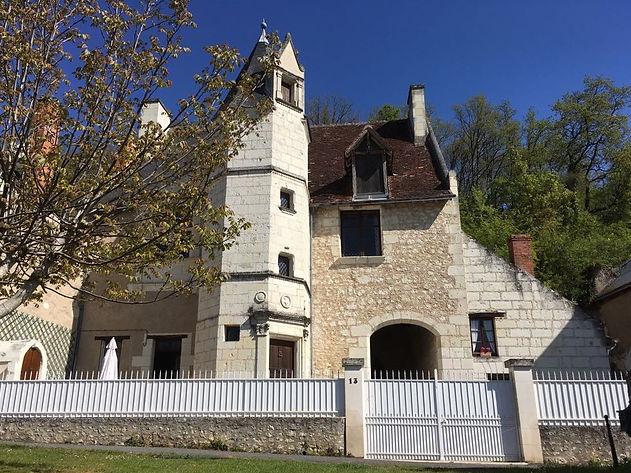Bâti en 1549 cet ancien relai pour les gardes des pélérins de saint Jacques de Compostelle est classé monument historique