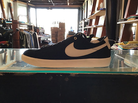 Nike SB Blazer Low GT Black/Sail 704939-001