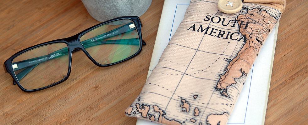 Into the world | Étui à lunettes