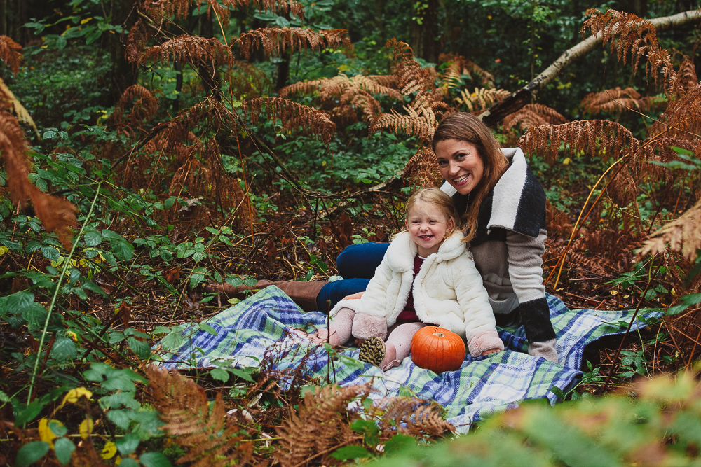 Autumn outdoor family photoshoot in Finchampstead, Wokingham