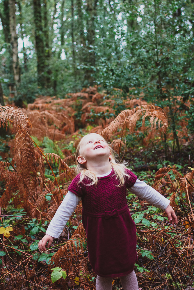 Family photoshoot in Berkshire in the forest in autumn