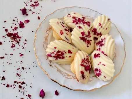 Madeleines à la rose et chocolat blanc
