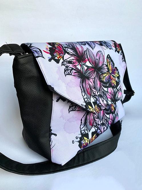 Un sac bandoulière avec rabat ANA noir & papillons