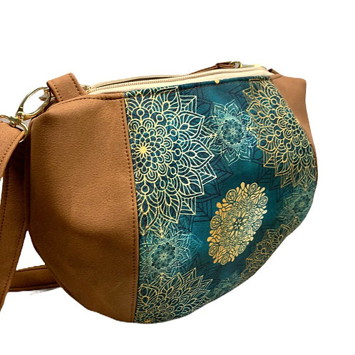 Un sac demi lune marron mat & madala
