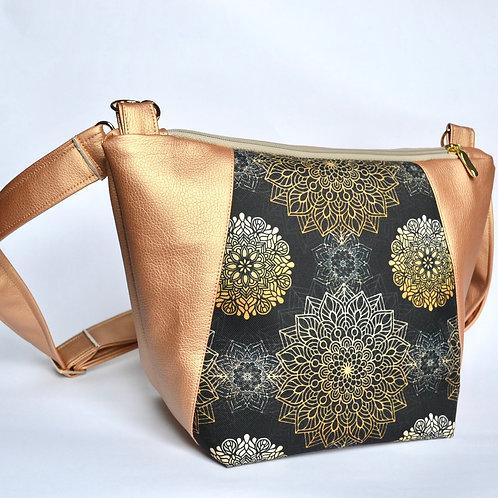 Un sac bandoulière MEDIO P rose doré & mandala noir