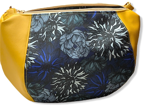 Un sac bandoulière DEMI LUNE jaune moutarde & chrysanthèmes noirs