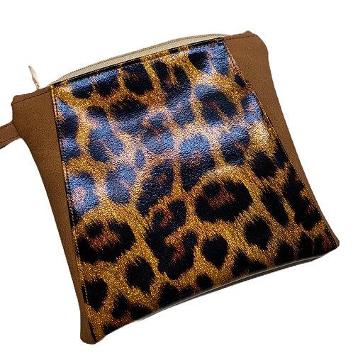 une pochette marron mat & léopard pailletté