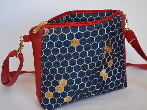 Un sac bandoulière NANO P rouge & nid d'abeille bleu