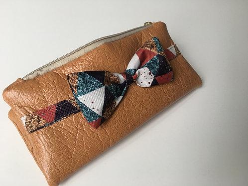 Un portefeuille noisette & triangles roux