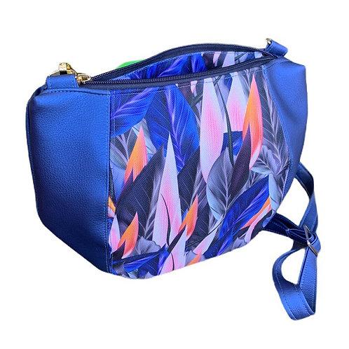 Un sac DEMI LUNE bleu métallique & feuilles bleus